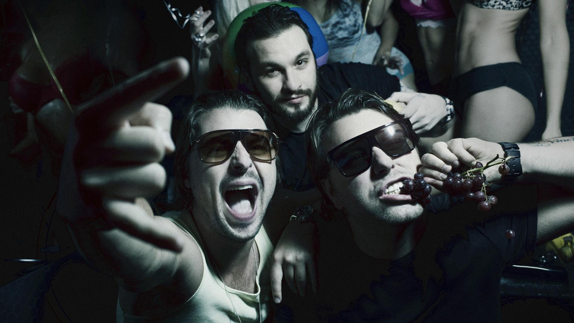 Save The World av Swedish House Mafia