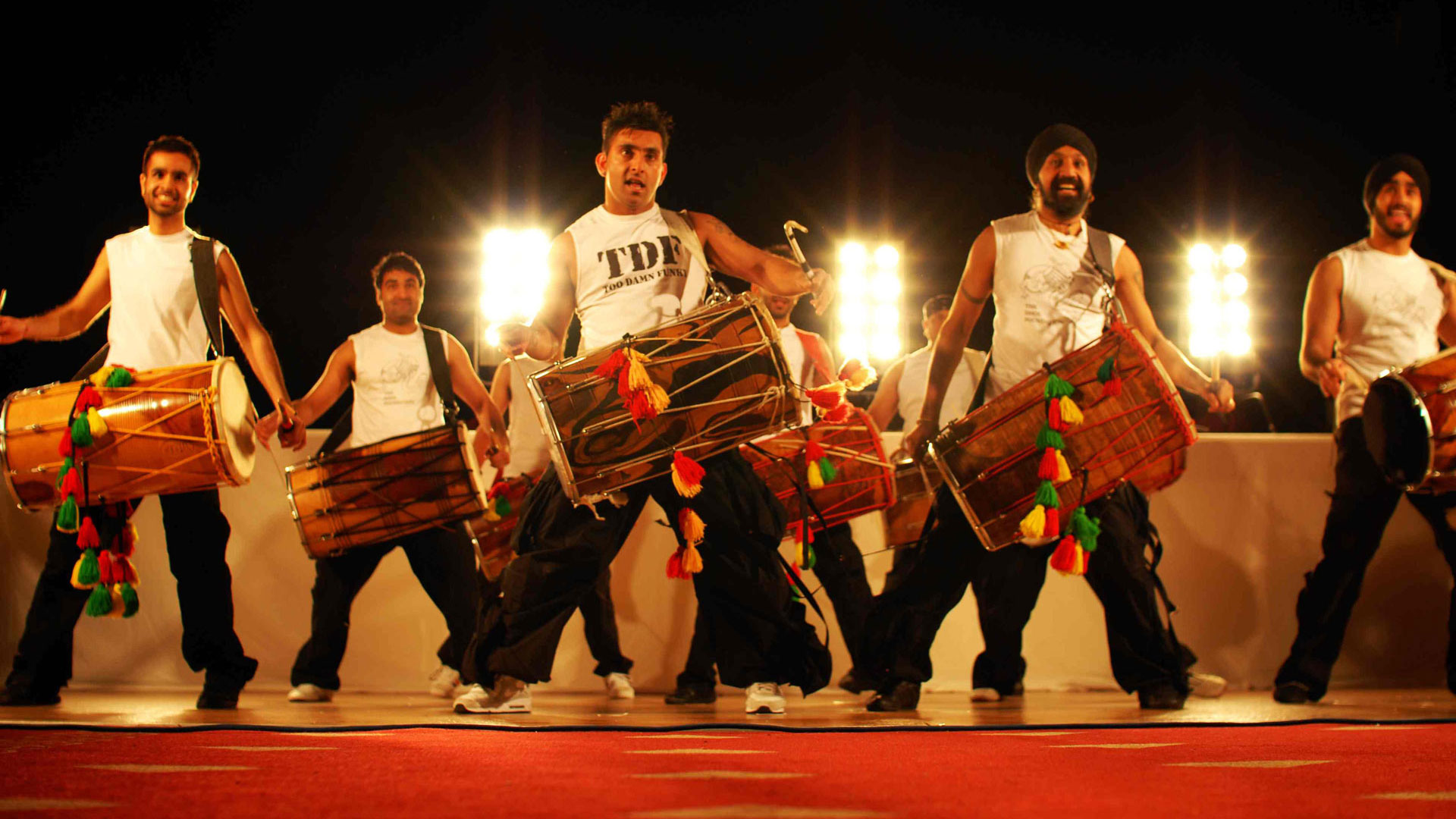 Thunder Drum av Dhol Foundation