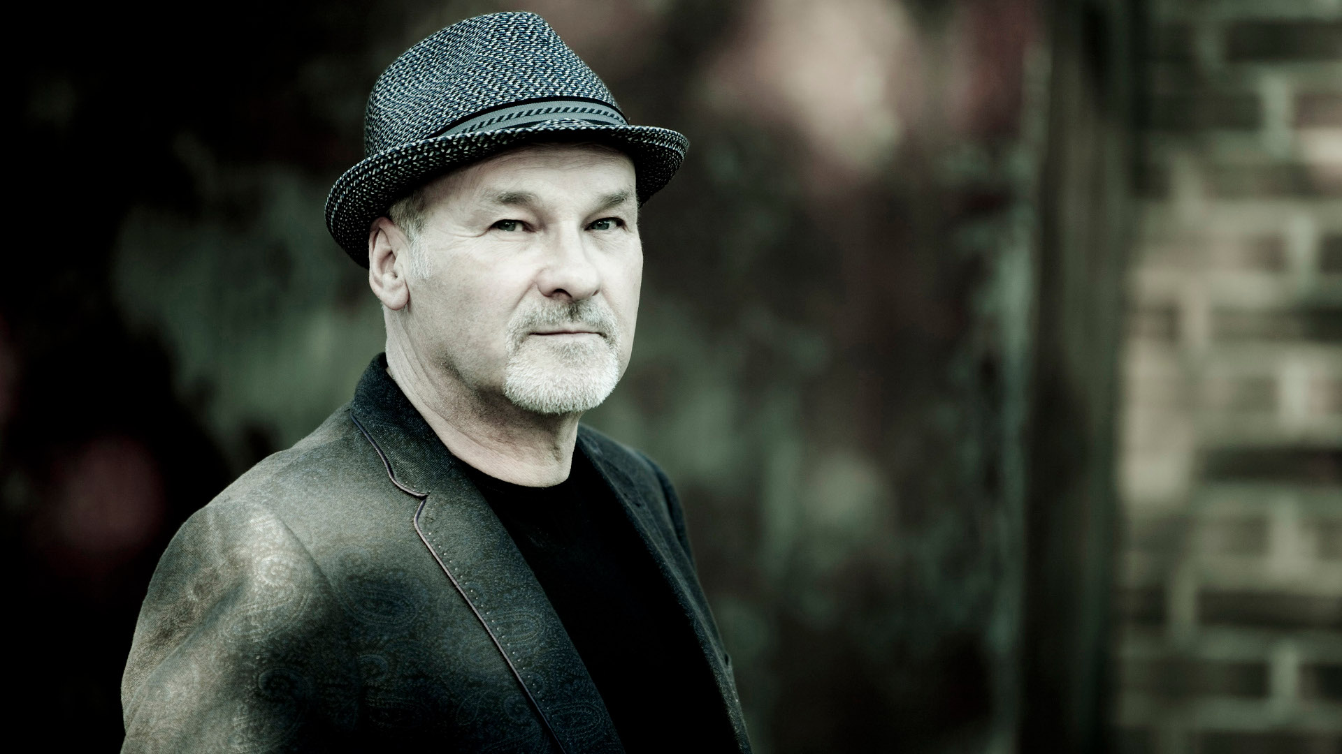 Over My Shoulder av Paul Carrack